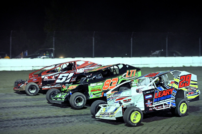 Nick Heywood (29) leads the pack in a three way battle in Crossroads Tobacco Sportsman Modifieds A M